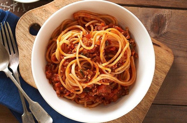 Spagetti / Find dozens of ways to turn spaghetti into an exciting dinner, including creamy chicken spaghetti, spaghetti and meatballs, baked spaghetti, and more.